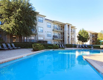500 S Interstate 35 E 1-3 Beds Apartment for Rent Photo Gallery 1