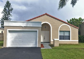 9751 Nw 44 Court 3 Beds House for Rent Photo Gallery 1