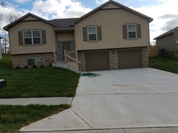 1309 NW High View Dr 4 Beds House for Rent Photo Gallery 1