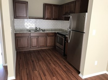 3809 W Iowa Avenue 1 Bed Apartment for Rent Photo Gallery 1