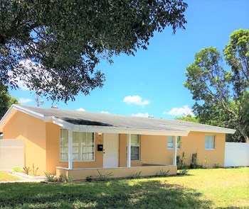 3763 SW 17 Street 3 Beds House for Rent Photo Gallery 1