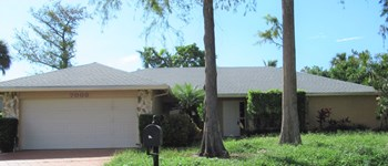 7008 NW 49 Court 3 Beds House for Rent Photo Gallery 1