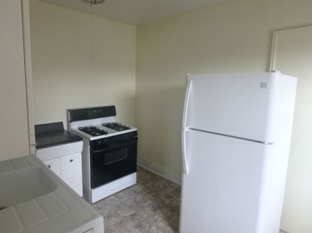 111 Oak St 1-2 Beds Apartment for Rent Photo Gallery 1