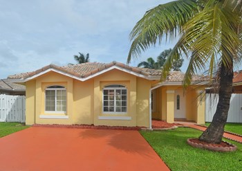 14323 Sw 146th Ave 4 Beds House for Rent Photo Gallery 1