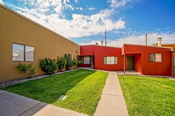1700 Indian Plaza Dr. Studio-2 Beds Apartment for Rent Photo Gallery 1