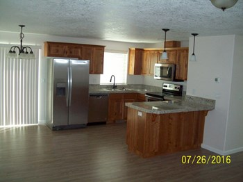 1243 40th Ave 3 Beds House for Rent Photo Gallery 1