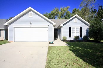 428 Riverglen Drive NW 3 Beds House for Rent Photo Gallery 1
