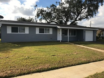 6910 SW 2nd Street 3 Beds House for Rent Photo Gallery 1