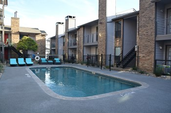 200 N Henderson Ave 1-2 Beds Apartment for Rent Photo Gallery 1