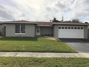 9340 NW 24th St 3 Beds House for Rent Photo Gallery 1