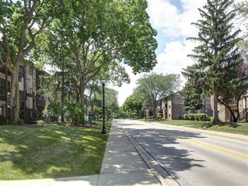 695 Westmoreland Drive 1-2 Beds Apartment for Rent Photo Gallery 1