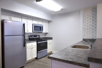 8375 Honeytree Blvd 1-4 Beds Apartment for Rent Photo Gallery 1