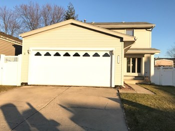 16211 Fox Ct 3 Beds House for Rent Photo Gallery 1