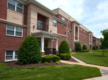 2125 Cameron Drive 1-3 Beds Apartment for Rent Photo Gallery 1