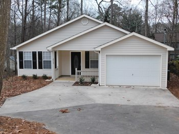2900 Pinetree Road 3 Beds House for Rent Photo Gallery 1