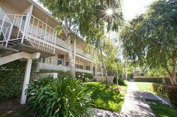 5450 Mayme Avenue 2-3 Beds Apartment for Rent Photo Gallery 1