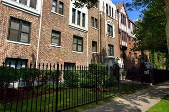 5214 S. Woodlawn Ave Studio-2 Beds Apartment for Rent Photo Gallery 1