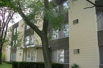 3495 N. Oakland Avenue Studio-2 Beds Apartment for Rent Photo Gallery 1