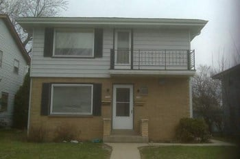 5706-5768 N. 99th Street 3 Beds Apartment for Rent Photo Gallery 1