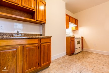69 Belmont Avenue 2 Beds House for Rent Photo Gallery 1