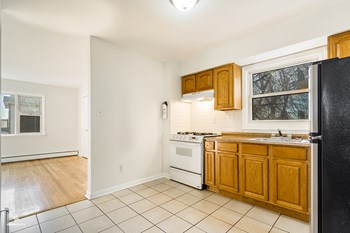 58 Bergen Avenue 2 Beds House for Rent Photo Gallery 1