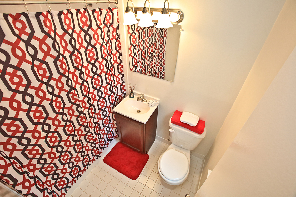 Woodlawn Townhome Bathroom at Fairfax Square